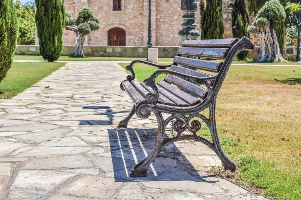 ławka w parku